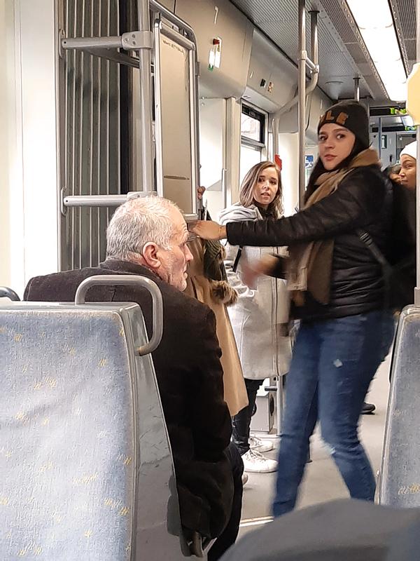 Foto. Met de bus naar Ninove.